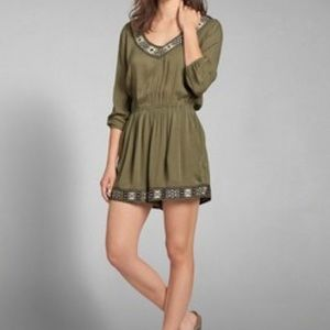 Abercrombie embroidered romper XS